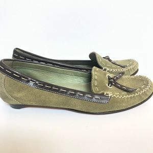 COLE HAAN GREEN SUEDE LOAFERS SIZE 6B